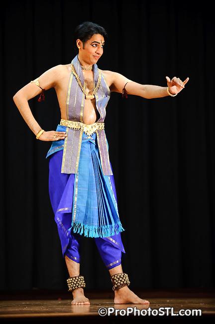 Kiran Rajagopalan dancing at Mahatma Gandhi Cultural Center in St. Louis, MO on May 1, 2009.