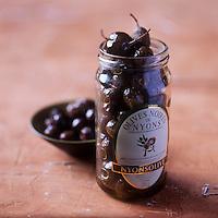 Europe/France/Rhône-Alpes/26/Drôme/Nyons: AOC Olives noires de Nyons - Stylisme : Valérie LHOMME  //  France, Drome, Black olives from Nyons PDO