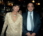 ELSA MARTINELLI E GIANNI DE MICHELIS<br /> COMPLEANNO ELSA MARTINELLI AL JEFF BLYNN'S   ROMA 2000