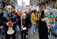 - antinuclear manifestation in Paris ....- manifestazione antinucleare a Parigi