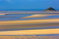 Europe/France/Normandie/Basse-Normandie/50/Manche/ Vains : Baie du Mont Saint-Michel, classée Patrimoine Mondial de l'UNESCO, îlot de Tombelaine  depuis   la Pointe du Grouin du Sud  // Europe/France/Normandie/Basse-Normandie/50/Manche/ Vains : Bay of Mont Saint Michel, listed as World Heritage by UNESCO,  Tombelaine island  since  Pointe du Grouin du Sud