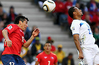 SOCCER/FUTBOL..WORLD CUP 2010..HONDURAS VS CHILE..Action photo of Alexis Medel of Chile (L) and Sergio Mendoza of Honduras (R), during World Cup 2010 game at the Mbombela stadium of Nelspruit, South Africa./Foto de accion de Alexis Medel de Chile (I) y Sergio Mendoza de Honduras (D), durante juego de la Copa del Mundo 2010 en elMbomela stadium de Nelspruit, Sudafrica. 16 June 2010 MEXSPORT/OMAR MARTINEZ