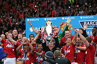 Pictured: Manchester United players celebrating with manager Sir Alex Ferguson.<br />
