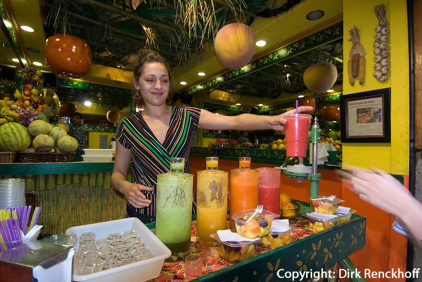 Spanien, Barcelona, Saftverkauf im Barri Gotic