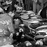 Photo de rue - Street life at the market<br /> <br /> Au marché, Nha Trang, Vietnam