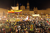 BOGOTA -COLOMBIA, 22-01-2014. Seguidores de Gustavo Petro protestan en la Plaza de Bolivar al ser destituido e inhabilitado por el procurador general de La Nacion./ Gustavo Petro supporters protest in the Plaza de Bolivar to be removed and disqualified by the Attorney General of the Nation Photo: VizzorImage / Felipe Caicedo / Staff