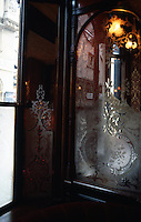 London: The Salisbury--Window and Mirror.