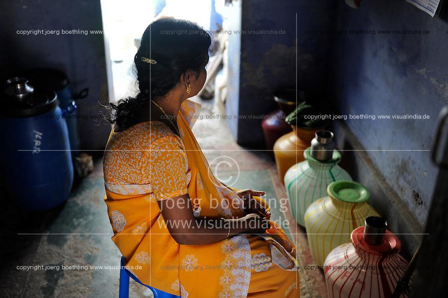 """INDIA Tamil Nadu Dindigul, portraits of young women which have worked in spinning units under the Sumangali scheme, a contract system, in which they are exploited instead of receiving a training and often do not receive the promised salary at the end of the contract / INDIEN Tamil Nadu, Dindigul , Portraets von Frauen die in der Textilindustrie in Spinnereien im Sumangali System gearbeitet haben, Sumangali bedeutet """"glueckliche Braut"""" und ist eine Form von Zwangsarbeit, junge Frauen erhalten einen Vertrag mit Versprechen auf Ausbildung und Zahlung einer Einmalsumme zum Ende der Laufzeit, sie arbeiten oft unter menschenunwuerdigen Bedingungen, werden teilweise sexuell von Vorarbeitern belaestigt und erhalten in vielen Faellen nicht die versprochene Entlohnung, Maedchen Sheela moechte nicht erkannt werden, wurde von Vorarbeitern der Soundaraja Mill sexuell genoetigt"""