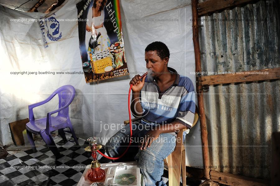 KENIA Fluechtlingslager Kakuma in der Turkana Region , hier werden ca. 80.000 Fluechtlinge vom UNHCR versorgt, Fluechtling aus Aethiopien / KENYA Turkana Region, refugee camp Kakuma, where 80.000 refugees receive shelter and food from UNHCR, refugee from Ethiopia