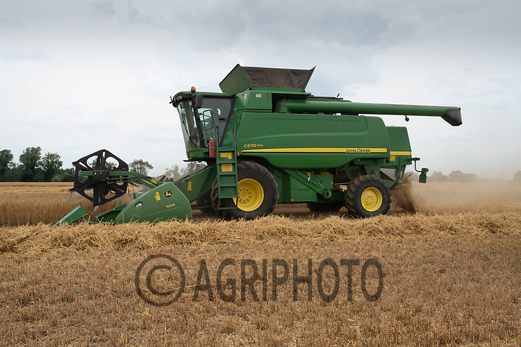 Harvesting Barley in Lincolnshire<br /> ©Tim Scrivener Photographer 07850 303986<br />      ....Covering Agriculture In The UK....