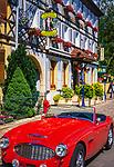 Frankreich, Elsass, Département Haut-Rhin, Eguisheim: Roadster Austin Healey vor einem Hotel | France, Alsace, Département Haut-Rhin, Eguisheim: Roadster Austin Healey in front of a hotel