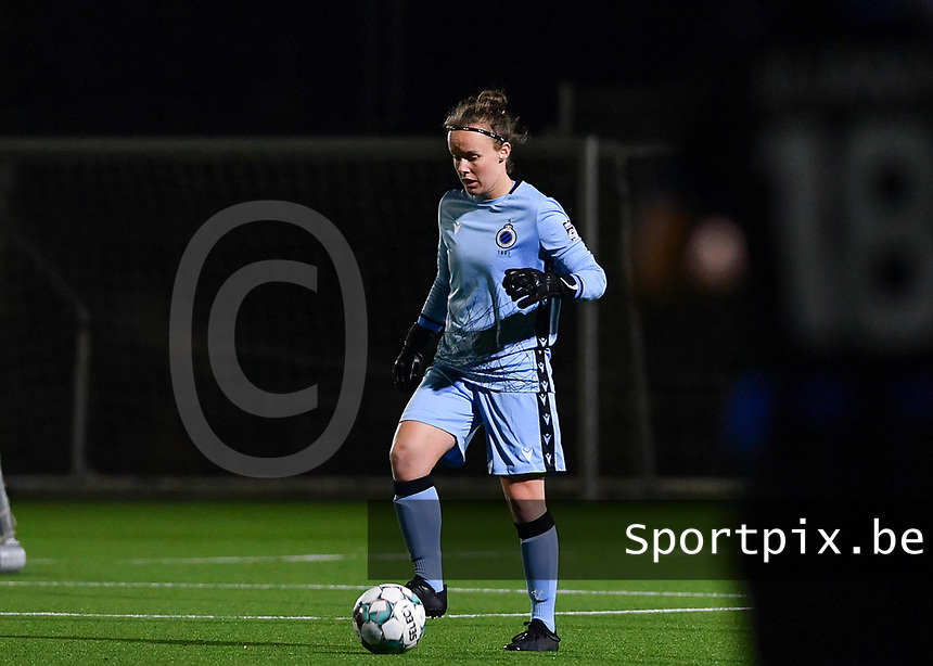 Brugge's goalkeeper Elke Geeraert pictured during a female soccer game between Sporting Charleroi and Club Brugge YLA on the fourth matchday of the 2020 - 2021 season of Belgian Scooore Womens Super League , friday 9 nd of October 2020  in Marcinelle , Belgium . PHOTO SPORTPIX.BE | SPP | DAVID CATRY