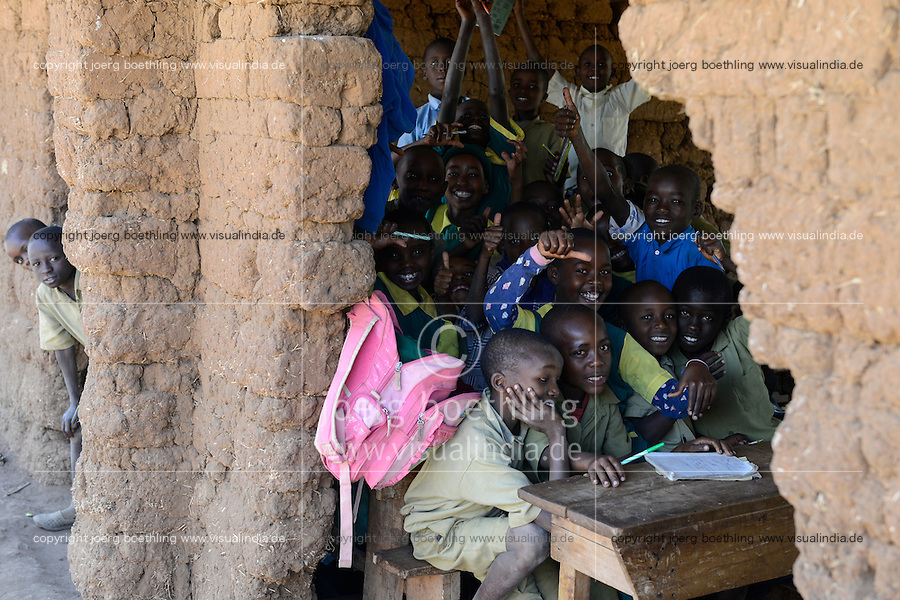 KENYA, Mount Kenya East, Region South Ngariama, goverment village school with classroom in bad condition / KENIA, Dorfschule mit Schulraeumen in katastrophalem Zustand