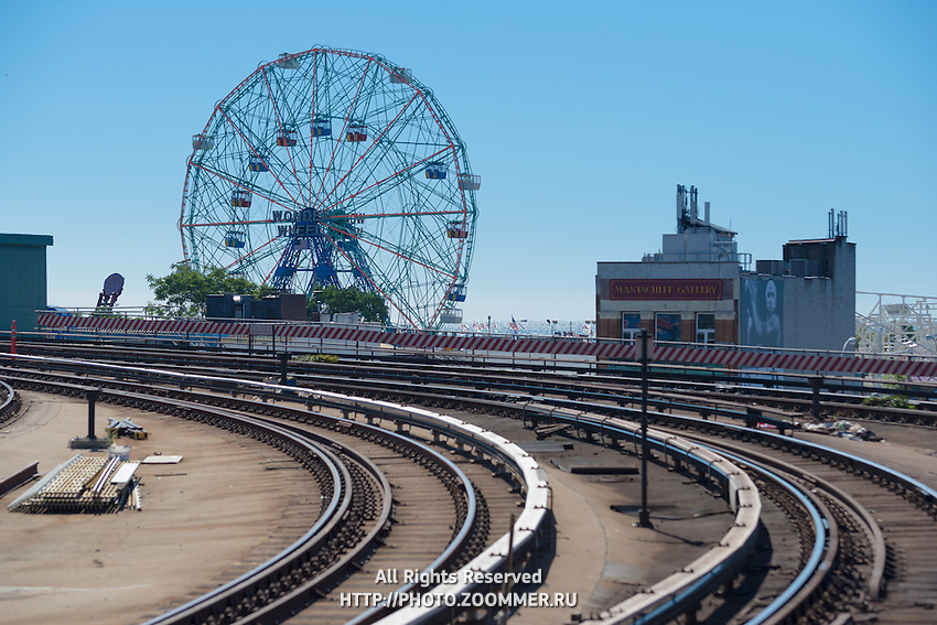 Wonder wheel of Coney Island luna park over subway tracks, Brooklyn, New York