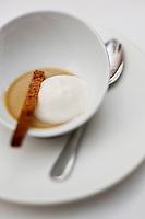 Europe/France/Provence-Alpes-Côte d'Azur/06/Alpes-Maritimes/Cannes:  Royale de foie gras, écume de bergamote, pain d'épices - recette de Sébastien Broda au restaurant Park 45, au Grand Hôtel