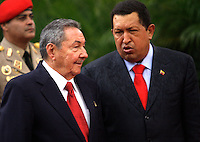 RAUL CASTRO: Caracas,21/04/10 . The president of Venezuela Hugo Chavez welcomes to the President of Cuba Raúl Castro,under rain, in the Palace of Miraflores, in Caracas. Castro, that came for the Summit of the ALBA, has a bilateral meeting with Hugo Chavez.