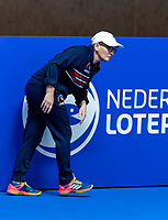 Alphen aan den Rijn, Netherlands, December 16, 2018, Tennispark Nieuwe Sloot, Ned. Loterij NK Tennis, Lineswoman<br /> Photo: Tennisimages/Henk Koster