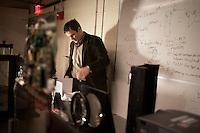 Andreas Velten and Ramesh Raskar - MIT Media Lab - Camera Culture - Trillion-frame-per-second camera