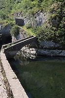 Europe/Europe/France/Midi-Pyrénées/46/Lot/Cahors: La Fontaine  des Charteux,  lovée sous une voute rocheuse, c'est une résurgence