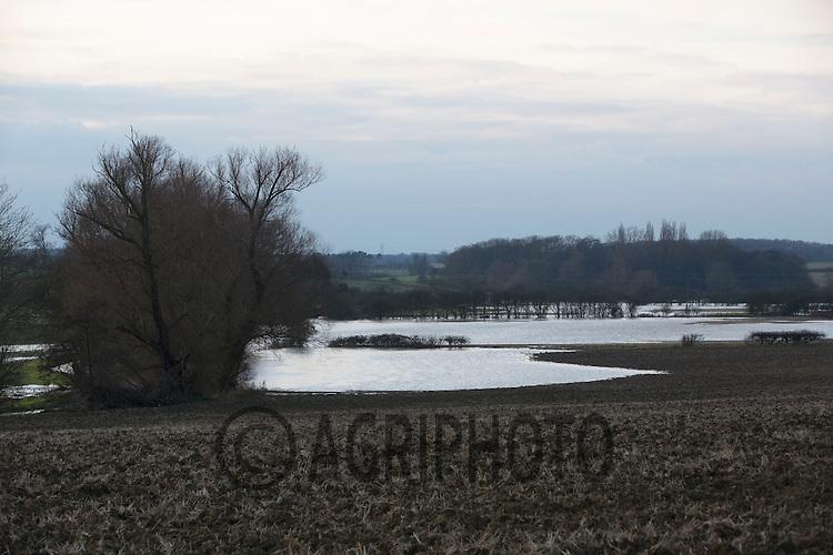 24.12.2012 Lincolnshire: Farmland flooded in December 2012.©Tim Scrivener Photographer 07850 303986