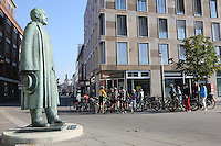 Statue von Adam Opel am Bahnhof Rüsselsheim als Startpunkt für die Echo-Leserradtour