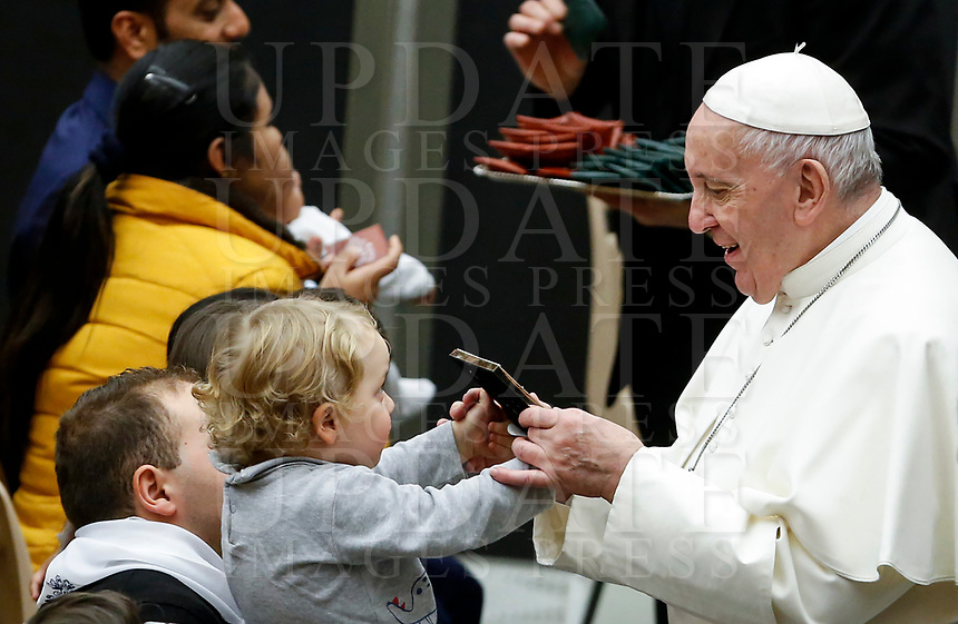 Pope Francis receives a gift from a child at the end of his weekly general audience in the Paul VI hall at the Vatican, January 22, 2020.<br /> <br /> UPDATE IMAGES PRESS/Riccardo De Luca<br /> <br /> STRICTLY ONLY FOR EDITORIAL USE