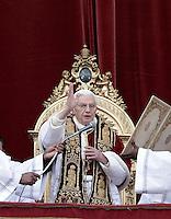 20121225 VATICANO: PAPA BENEDETTO XVI IMPARTISCE LA BENEDIZIONE 'URBI ET ORBI'