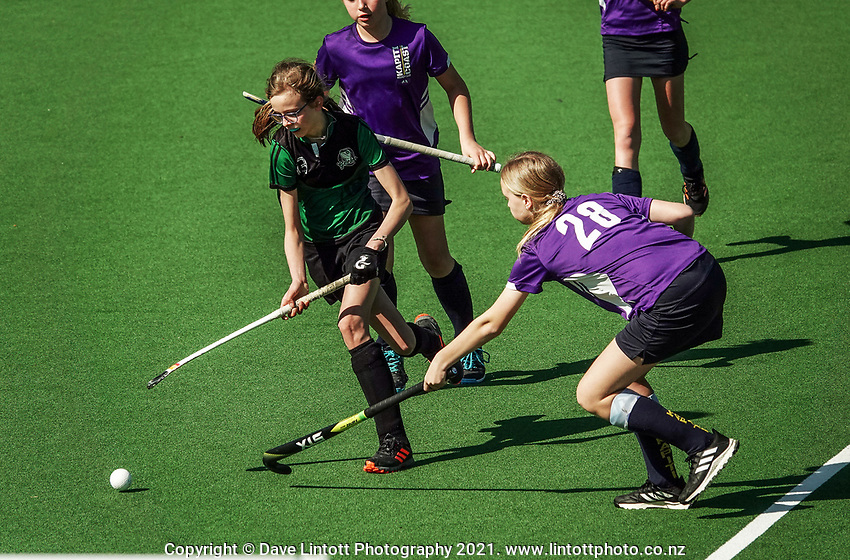 Action from the Wellington Hockey year 7/8 girls grade match between the Brooklyn Geckos and Kapiti Divas at National Hockey Stadium in Wellington, New Zealand on Saturday, 11 September 2021. Photo: Dave Lintott / lintottphoto.co.nz