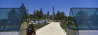 Asie/Israël/Judée/Jérusalem: Yad Vashem le Musée Mémorial créé en mémoire aux victimes de l'Holocauste -Architecte: Moshé Sfadie - le pliler de l'Héroisme