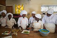 Senegal, Thies, center Claire Amitié, vocational training for young people, cooking class / Zentrum Claire Amitié, Berufsausbildung fuer junge Maedchen, Gastronomieausbildung, Kochausbildung