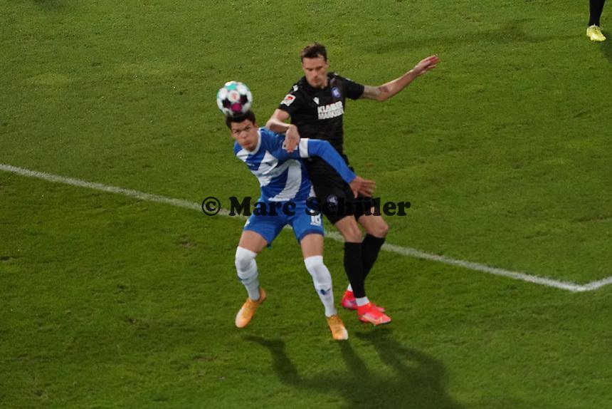 Mathias Honsak (SV Darmstadt 98) setzt sich durch<br /> <br /> - 26.02.2021 Fussball 2. Bundesliga, Saison 20/21, Spieltag 23, SV Darmstadt 98 - Karlsruher SC, Stadion am Boellenfalltor, emonline, emspor, <br /> <br /> Foto: Marc Schueler/Sportpics.de<br /> Nur für journalistische Zwecke. Only for editorial use. (DFL/DFB REGULATIONS PROHIBIT ANY USE OF PHOTOGRAPHS as IMAGE SEQUENCES and/or QUASI-VIDEO)