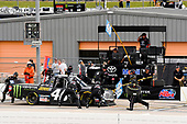 #46: Riley Herbst, Kyle Busch Motorsports, Toyota Tundra Monster Energy/Advance Auto Parts pit stop