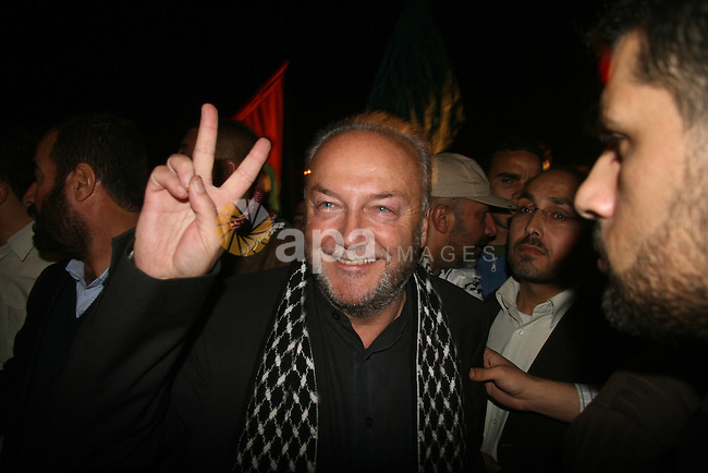 British lawmaker George Galloway gestures after having crossed with his entourage from Egypt through the Rafah border crossing to Gaza, in Gaza City, Monday, March 9, 2009. On Monday, part of an aid caravan headed by activist British lawmaker George Galloway entered Gaza from Egypt. About 50 British volunteers and 100 vehicles carrying food, clothing and medicine passed through Egypt's Rafah border crossing, a Hamas border official said.   APAIMAGES PHOTO / Ashraf Amra