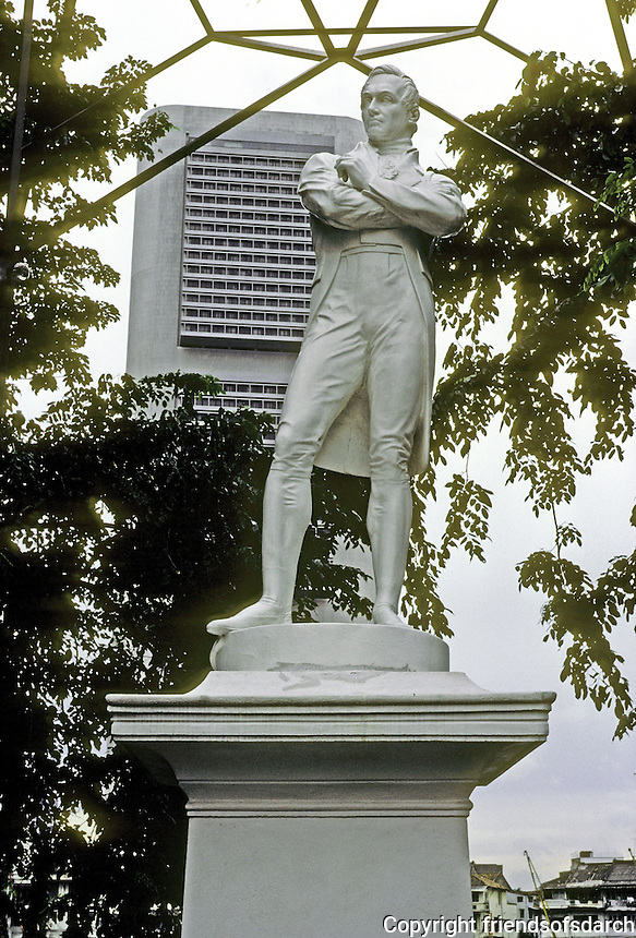 Singapore: White Raffles Statue in downtown area--replacement for old bronze Raffles Statue. Photo '82.