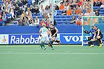 The Hague, Netherlands, June 03: Players of New Zealand rush out of the goal during a penalty corner during the field hockey group match (Men - Group B) between South Africa and the Black Sticks of New Zealand on June 3, 2014 during the World Cup 2014 at GreenFields Stadium in The Hague, Netherlands. Final score 0:5 (0:3) (Photo by Dirk Markgraf / www.265-images.com) *** Local caption ***