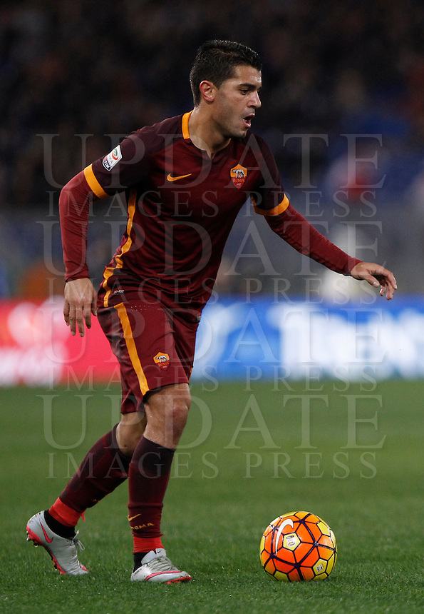 Calcio, Serie A: Roma vs Milan. Roma, stadio Olimpico, 9 gennaio 2016.<br /> Roma's Iago Falque in action during the Italian Serie A football match between Roma and Milan at Rome's Olympic stadium, 9 January 2016.<br /> UPDATE IMAGES PRESS/Isabella Bonotto