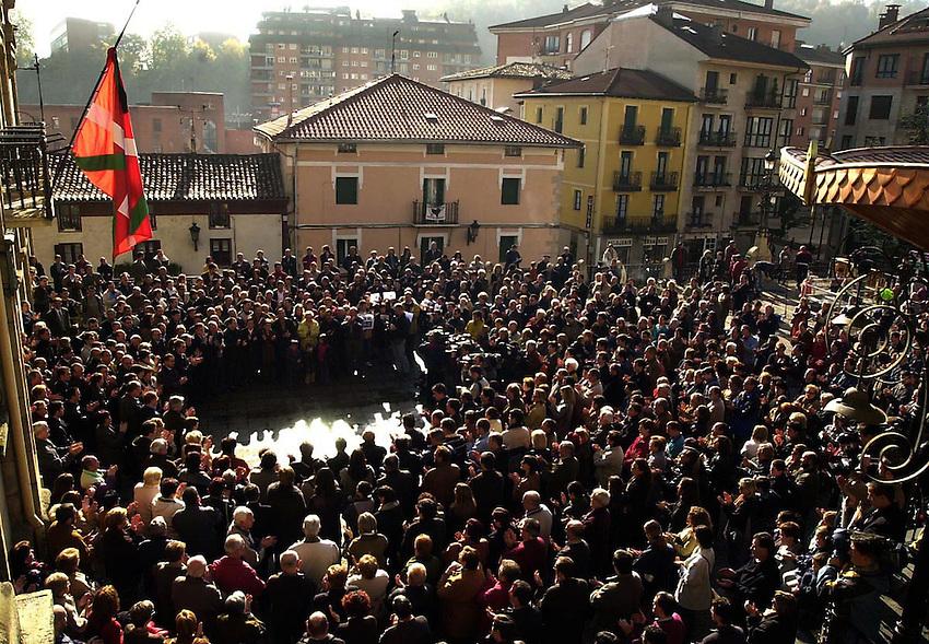 Protest after two basque policemen was killed by ETA in Beasain.<br /> Photo-Argazkia: Ander Gillenea
