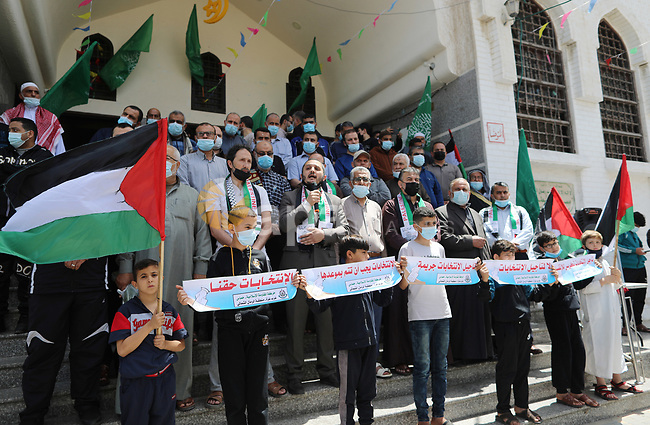 Supporters of the Hamas movement take part in a rally against the decision of the Palestinian authorities president to delay the legislative and presidential polls scheduled for May 22 and July 31, respectively, in Gaza City on April 30, 2021. - Palestinian president Mahmud Abbas announced today that elections are being postponed until Israel guarantees voting can take place in annexed east Jerusalem, further delaying polls in a society which last voted in 2006. Photo by Mahmoud Ajjour