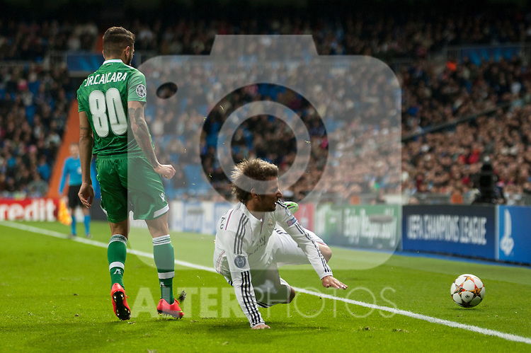 (jugador) of Real Madrid and (jugador) of Ludogorets during Champions League match between Real Madrid and Ludogorets at Santiago Bernabeu Stadium in Madrid, Spain. December 09, 2014. (ALTERPHOTOS/Luis Fernandez)