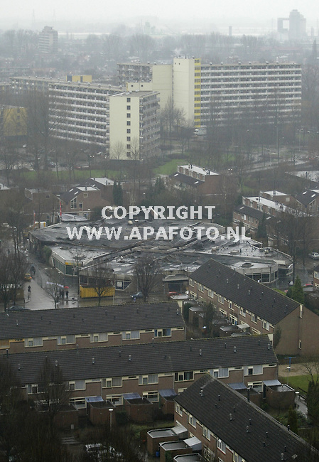 Wageningen, 010103<br />Brand verwoest winkelcentrum de Tarthorst.<br />Foto: Sjef Prins-APA Foto