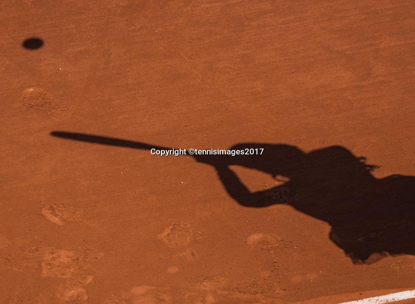 Paris, France, 1 June, 2017, Tennis, French Open, Roland Garros, schaduw on claycourt<br /> Photo: Henk Koster/tennisimages.com