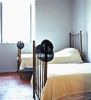 BRICE MARDEN..Famous American artist  Brice Marden's house is located at the backside of the port on the Greek island of Hydra.  It was first the residence of the Kriezis family. The house along with its garden covers 0,15 hectares. The dominant aspect is it's ethnic style...