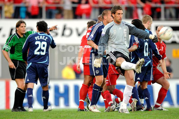 voetbal fc twente - ajax play off erediivisie seizoen 2007-2008 10-05-2008  stekelenburg boos na 2-1.fotograaf Jan Kanning .