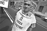 mani pulite, 1992/1994. Milano<br /> 1994 manifestazione del Movimento Sociale Italiano in appoggio al pool di Mani Pulite