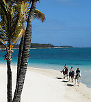 Mauritius, Flacq, Belle Mare: Horse riding on beach | Mauritius, Flacq, Belle Mare: Reitausflug den Strand entlang