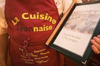 Europe/France/Rhône-Alpes/69/Rhône/Lyon:  Au Petit Bouchon :Chez Georges, 8  rue du Garet- le menu et le tablier du serveur tout un programme