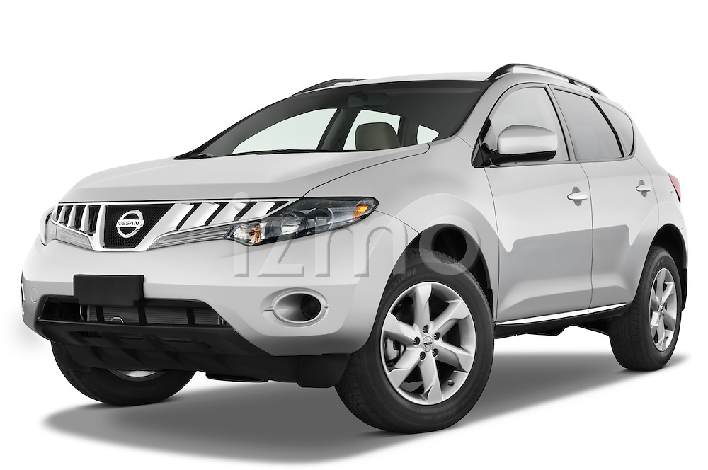 Low aggressive front three quarter view of a 2009 Nissan Murano.