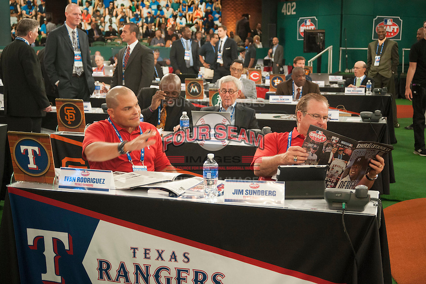 Former all-star catchers of the Texas Rangers Ivan Rodriguez and Jim Sundberg take some time to read Baseball America during the MLB Draft on Thursday June 05,2014 at Studio 42 in Secaucus, NJ.   (Tomasso DeRosa/ Four Seam Images)