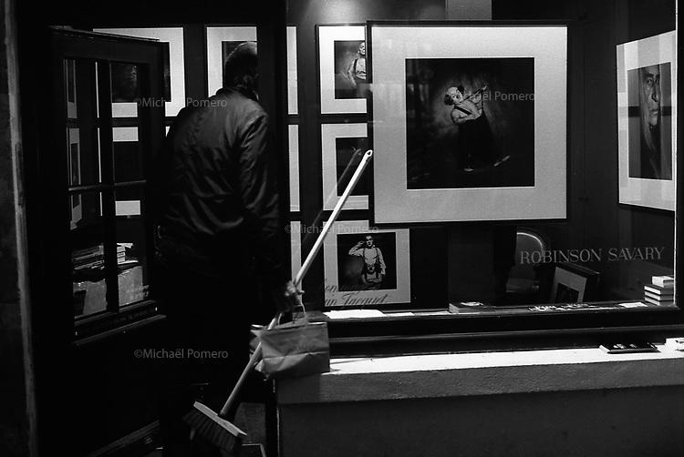 Paris (île de france)<br /> <br /> Galerie d'art exposant des photos de Robinson Savary.<br /> <br /> Art gallery exhibiting photographs of Robinson Savary