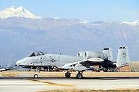 - aereo anticarro A 10 sulla base aerea USA di Aviano (Pordenone)....- antitank A 10 aircraft on the USA aerial base of  Aviano (Pordenone, Italy)